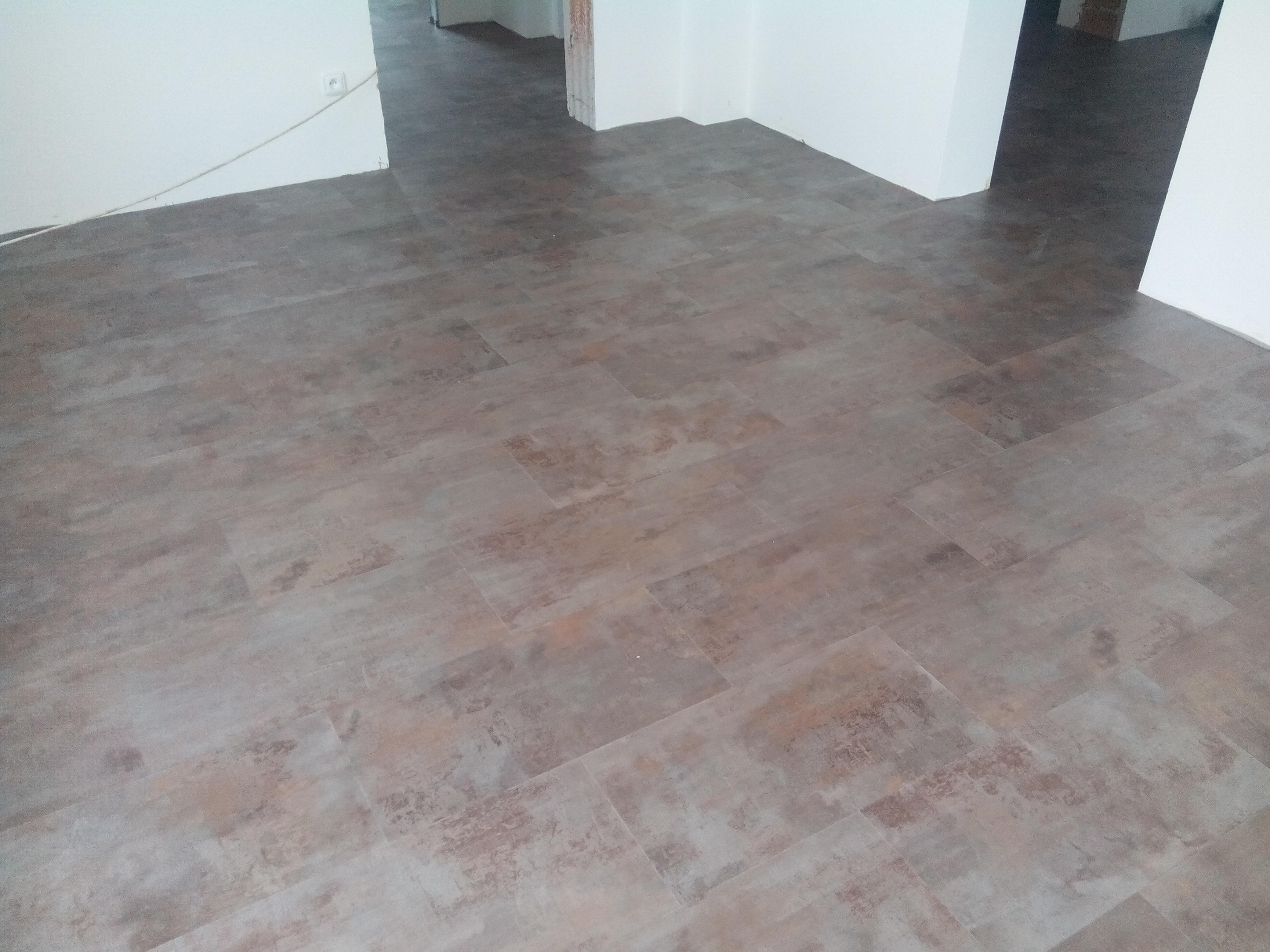 Stěrkování a instalace vinylové podlahy