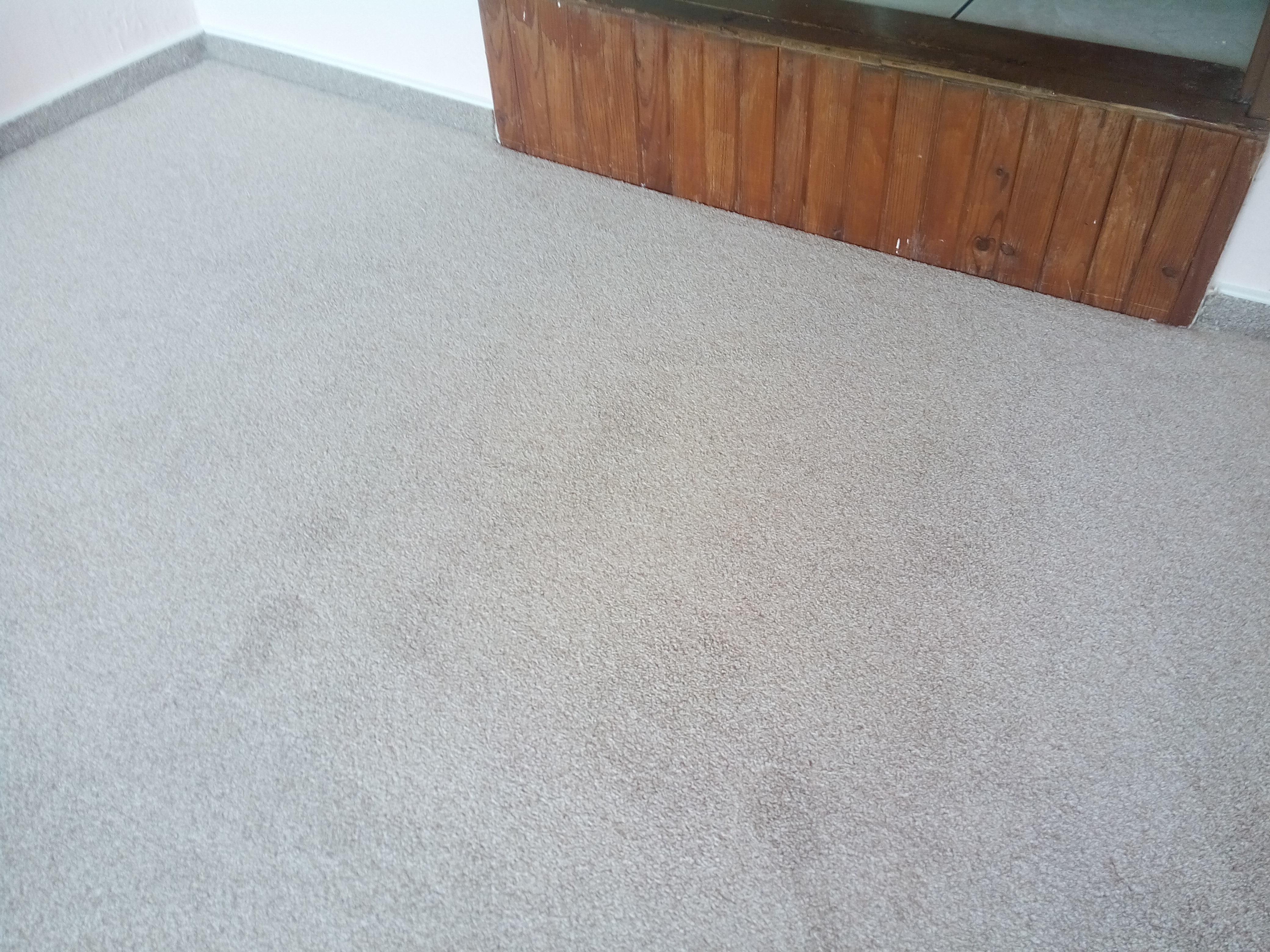 Desková úprava podkladu + napínaný koberec